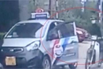 Suýt mất mạng vì tài xế taxi mở cửa xe bất cẩn
