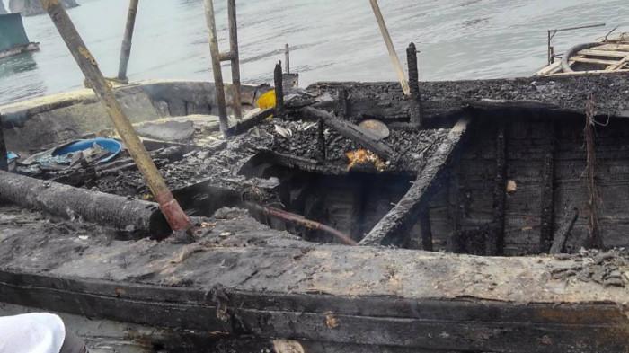 Nổ bình ga trên tàu đánh bắt hải sản làm tàu cháy, 3 người bị bỏng nặng 2