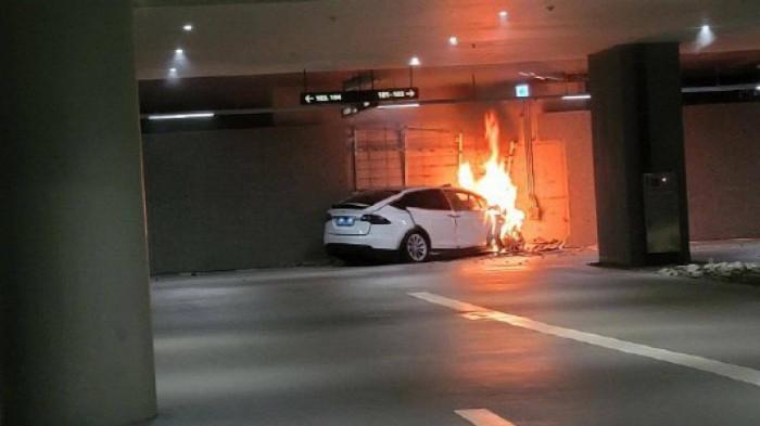 Khi gặp tai nạn, ô tô điện có an toàn như xe xăng truyền thống? 2