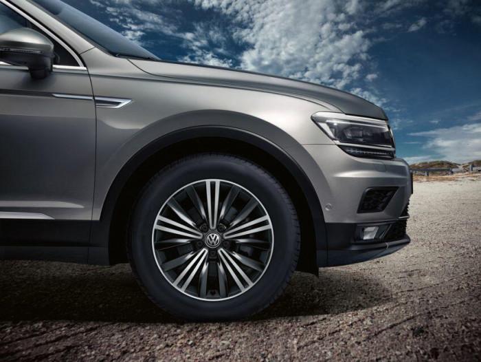 Volkswagen Tiguan Allspace Highline 2021: Thêm trang bị, giá không đổi 2