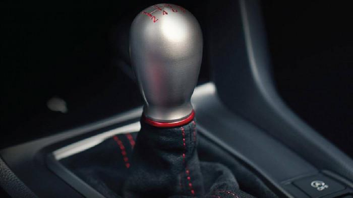 Honda ra mắt phiên bản Civic gần 2 tỷ đồng, vẫn dùng số sàn 2
