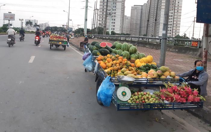 Hà Nội: Chợ cóc, chợ tạm vẫn hoạt động bất chấp lệnh cấm 1