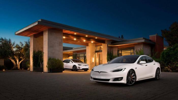 Tesla mất một nửa doanh số sau khi bị tẩy chay tại Trung Quốc 1