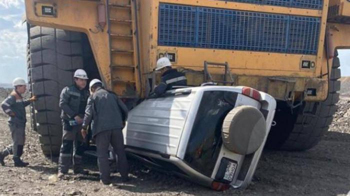 Ba người suýt mất mạng do dừng xe vào điểm mù xe siêu tải 1