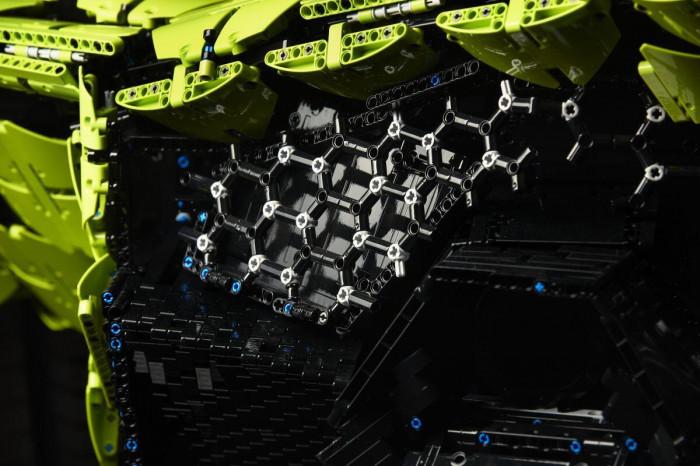 Cận cảnh siêu xe Lamborghini Sian mô hình làm từ 400 nghìn mảnh ghép Lego 12