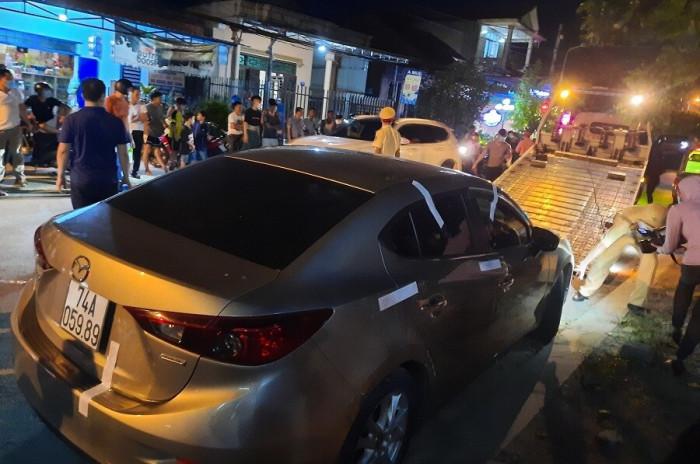Quảng Trị: Tài xế không chịu đo nồng độ cồn, cố thủ trong xe
