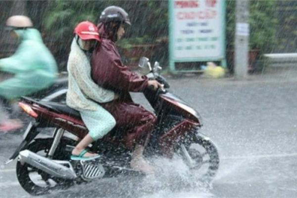 Vì sao xe máy dễ hư hỏng vào mùa mưa?