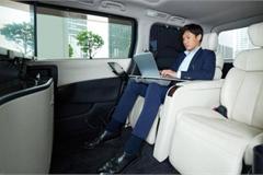 """Nissan trình diễn """"phòng hội nghị di động"""" trên xe minivan hạng sang"""