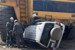 Ba người suýt mất mạng do dừng xe vào điểm mù xe siêu tải