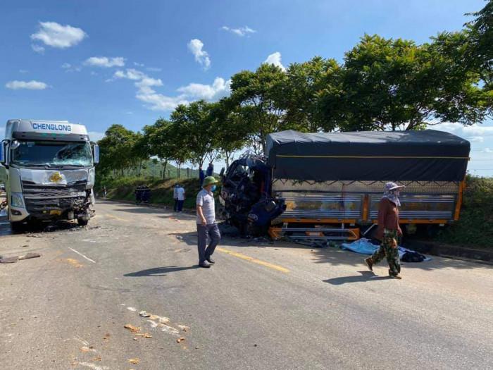 Dùng máy xúc phá cabin đưa thi thể tài xế mắc kẹt ra ngoài sau tai nạn 1