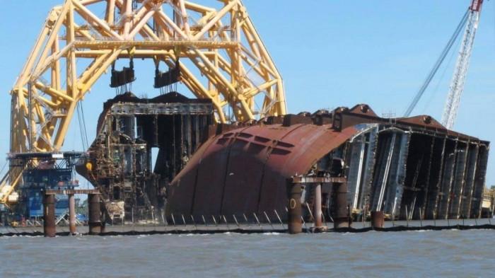 Thảm họa môi trường sau vụ đắm tàu chở 4.200 ô tô 1
