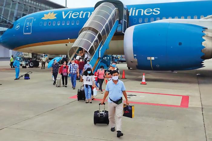 Áp mức sàn, giá vé máy bay tăng bao nhiêu?
