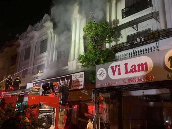 Kho chứa vải ở Ninh Hiệp bốc cháy giữa đêm, căn nhà 5 tầng ngập lửa 5