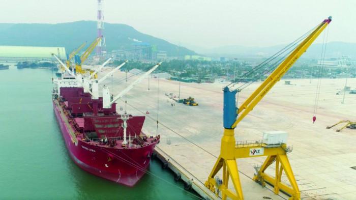 Vì sao ô tô dưới 16 chỗ chỉ được phép nhập khẩu qua cảng biển? 1