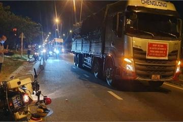 Xe tải vượt chốt kiểm soát dịch, tông một cán bộ CSGT bị thương