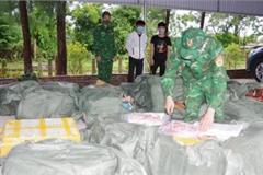 Bè mảng xốp chở gần 1,5 tấn thịt vịt, dạ dày lợn từ Trung Quốc vào Việt Nam