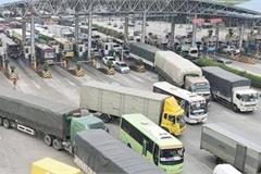 Trạm thu phí ùn ứ, có được đỗ ô tô trên cao tốc để nghỉ?