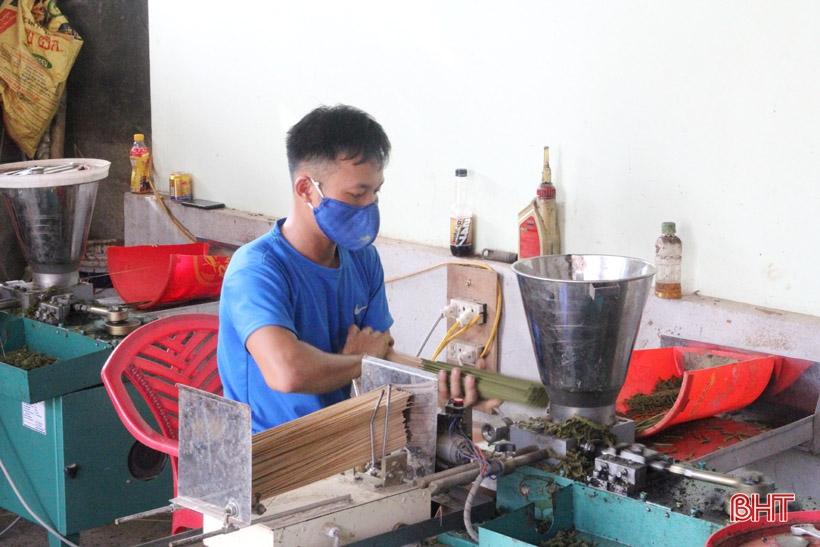 """9X Hà Tĩnh với khát vọng mang """"công xưởng"""" về làng..."""
