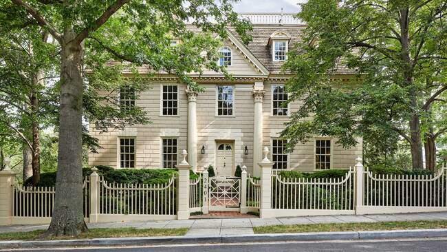 Ngôi nhà hơn 200 năm tuổi trông sẽ như thế nào? - 1