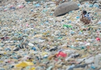 """""""Save Our Seas"""" photo expo tells sad story of plastic pollution in Vietnam"""