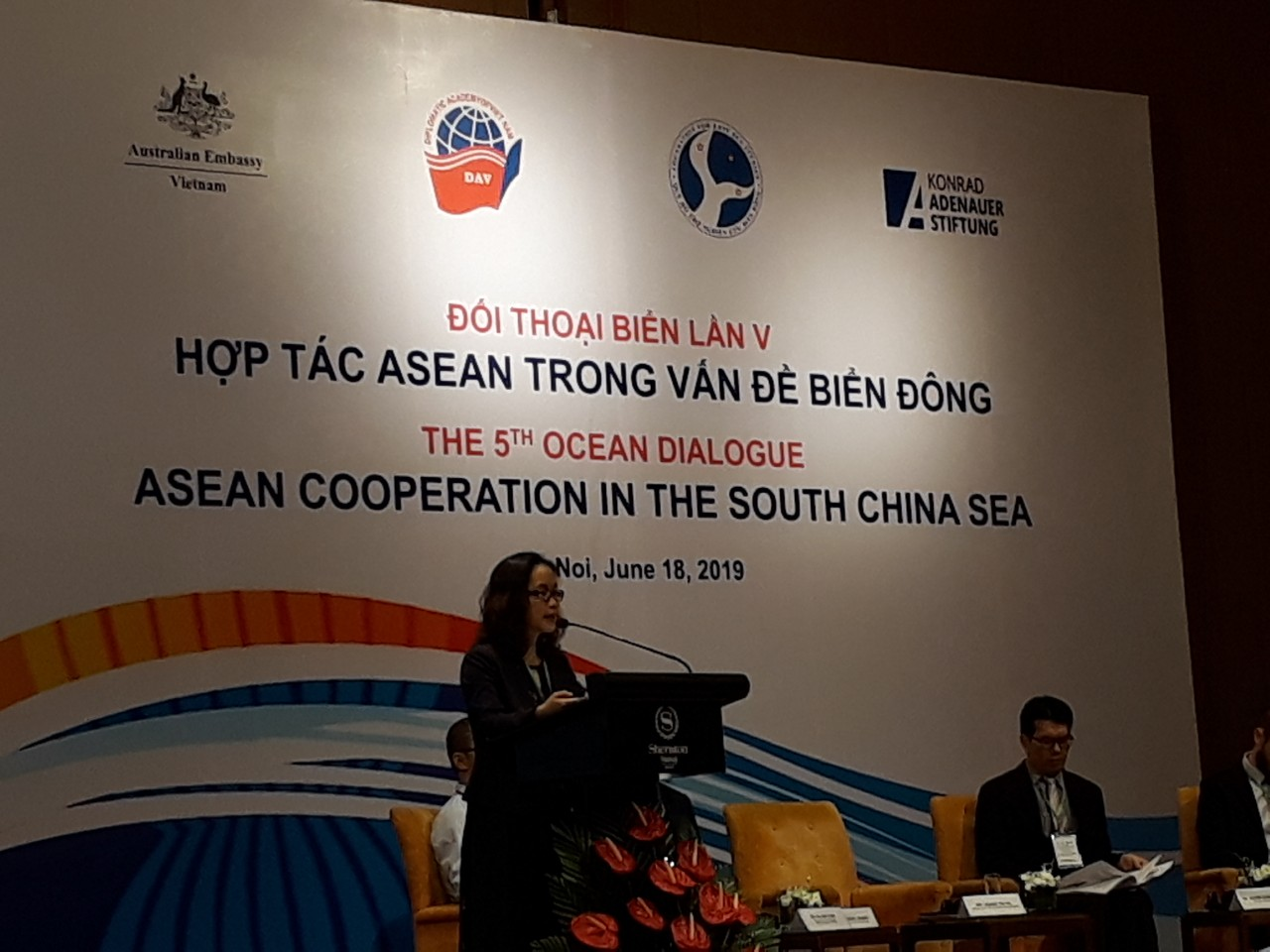 Regional experts at the 5th Ocean Dialogue held in Hanoi on June 18. Photo: Hanoitimes