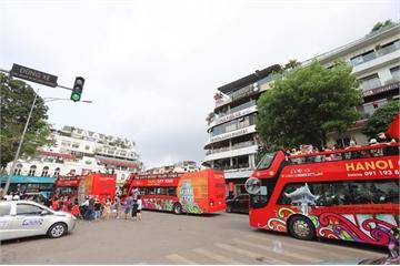 Nghỉ lễ Giỗ Tổ Hùng Vương: Hà Nội vắng vẻ, người dân đổ xô dùng phương tiện công cộng