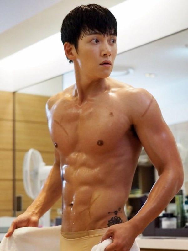 10 màn 'khoe múi' khiến chị em đổ gục của các nam diễn viên Hàn Quốc 12