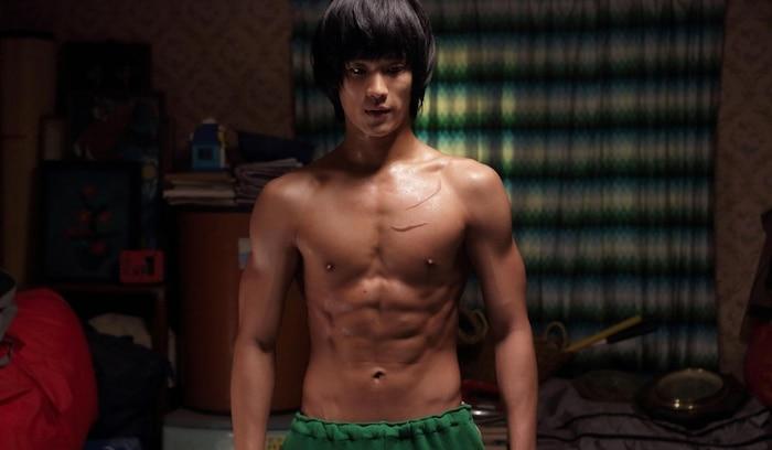 10 màn 'khoe múi' khiến chị em đổ gục của các nam diễn viên Hàn Quốc 9