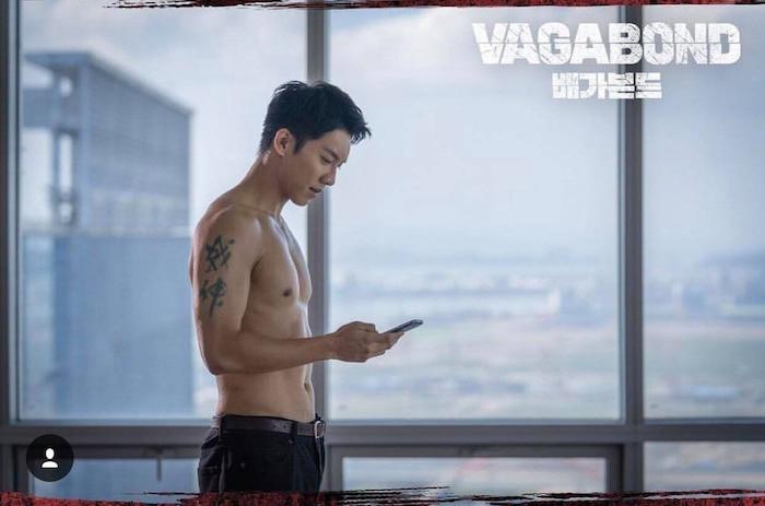 10 màn 'khoe múi' khiến chị em đổ gục của các nam diễn viên Hàn Quốc 8