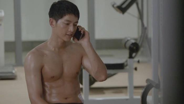 10 màn 'khoe múi' khiến chị em đổ gục của các nam diễn viên Hàn Quốc 14