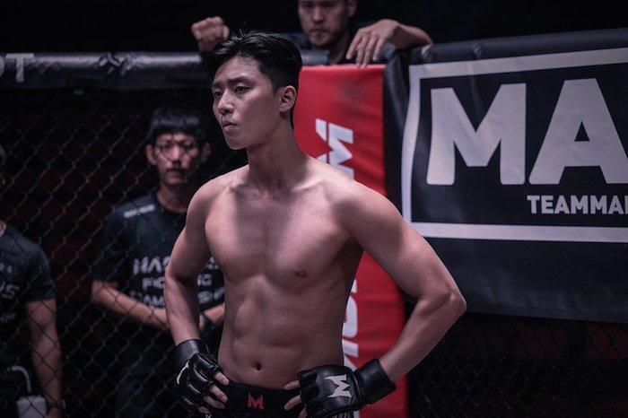 10 màn 'khoe múi' khiến chị em đổ gục của các nam diễn viên Hàn Quốc 19