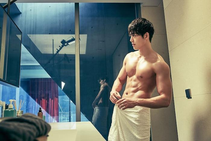 10 màn 'khoe múi' khiến chị em đổ gục của các nam diễn viên Hàn Quốc 23