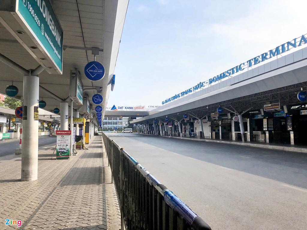 Tân Sơn Nhất những ngày chỉ có 6 chuyến bay nội địa - Ảnh 1.