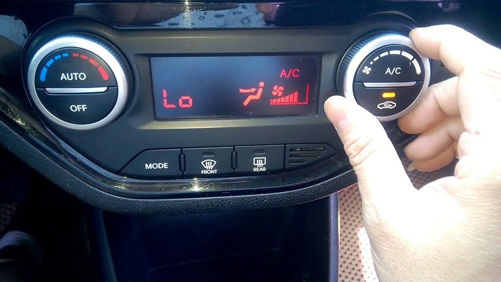Tắt điều hòa trước khi tắt máy xe