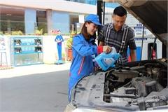 Dùng nước lã thay nước rửa kính ô tô được không?