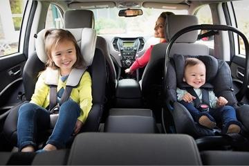 Trẻ em dưới 13 tuổi đi xe hơi phải có ghế chuyên dụng?