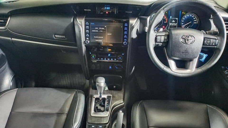 Cabin xe Toyota Fortuner 2020 tay lái nghịch