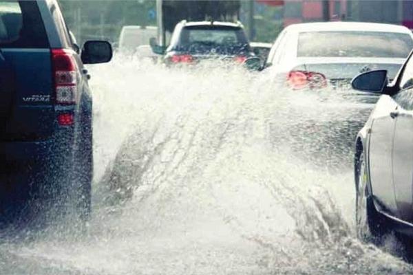 Những nguyên tắc vàng khi lái xe dưới trời mưa