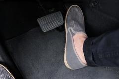 Để chân ga thế nào là đúng kỹ năng cho tài xế