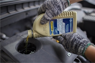 Dầu nhớt có tác dụng gì cho động cơ xe ôtô?