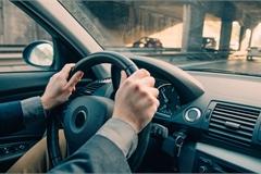 Vô lăng ô tô đánh lái nặng là do đâu?