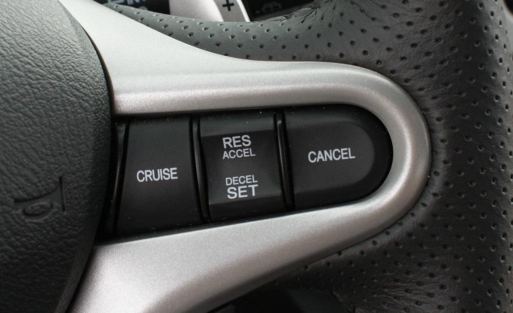 hệ thống kiểm soát hành trình