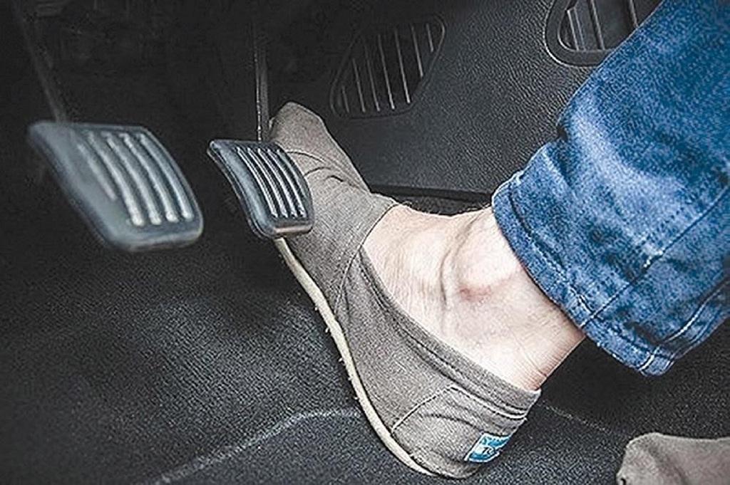 chân phanh