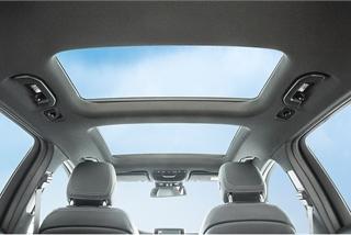 Làm gì để giảm nhiệt từ cửa sổ trời ô tô trong ngày nắng nóng?