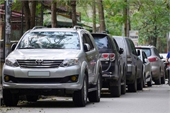 Đỗ xe ô tô chắn trước cửa nhà người khác có bị xử phạt?