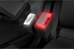Lắp đèn cho chốt dây an toàn trên xe ô tô, nên hay không?
