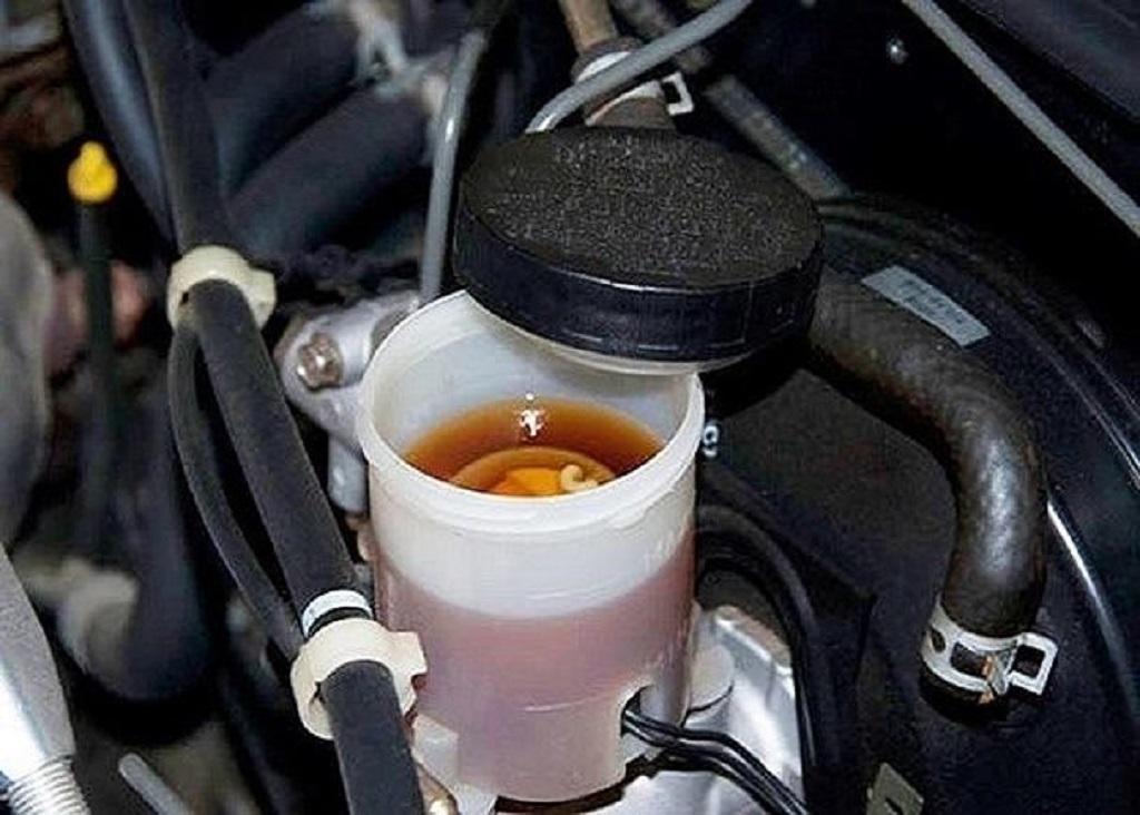 bình chứa dầu phanh