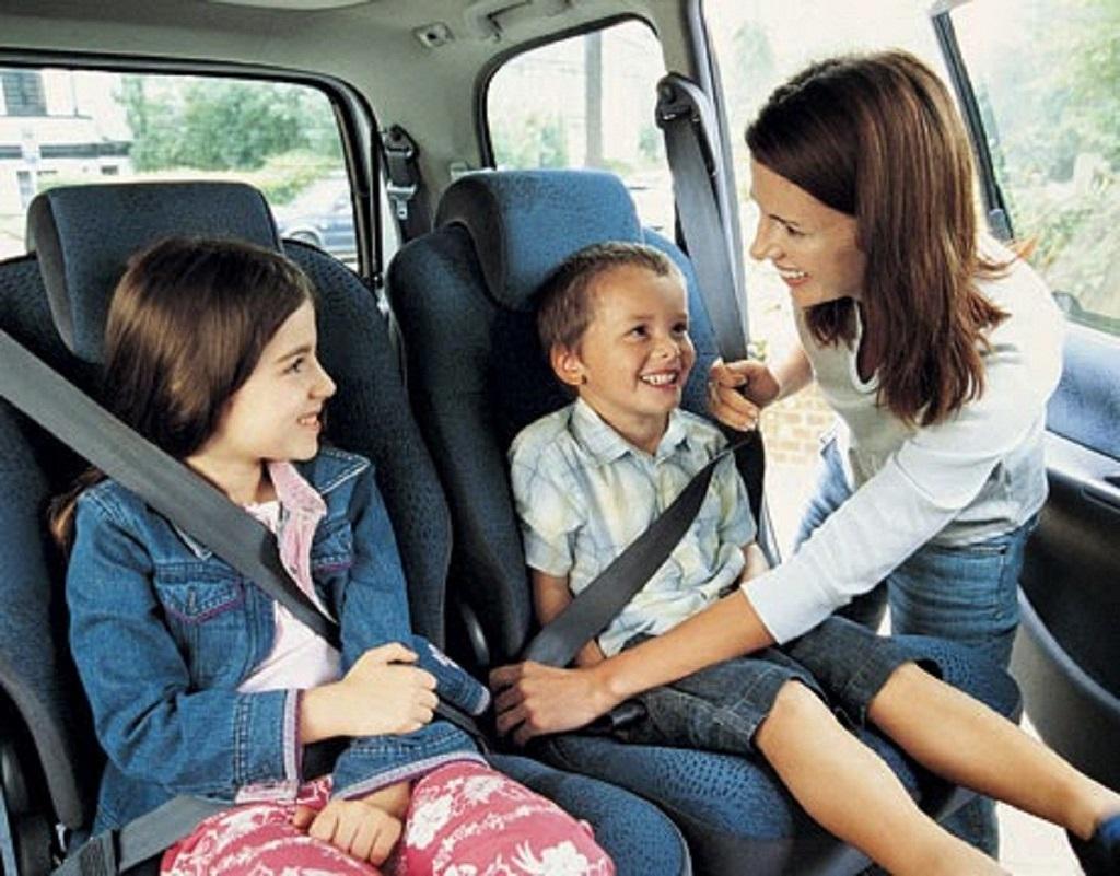 lưu ý khi cho trẻ đi ô tô