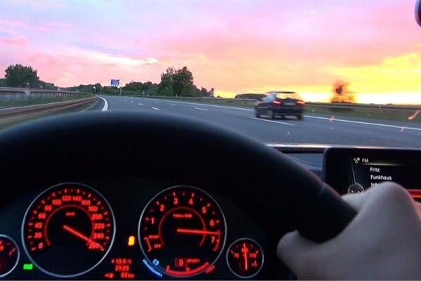 Tác hại của thói quen tăng giảm ga đột ngột khi lái xe ô tô
