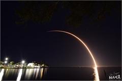 SpaceX phóng cùng lúc 60 vệ tinh Starlink vào không gian